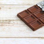 犬がチョコレートを食べたらどうなる?対処法は?【獣医師監修】