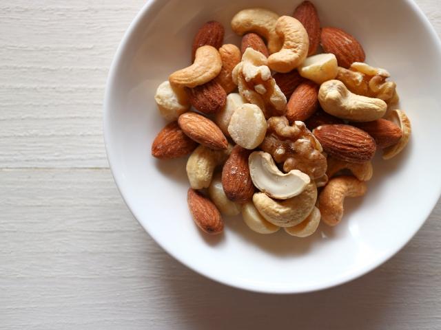 犬に膵炎を起こすリスクのあるナッツ類