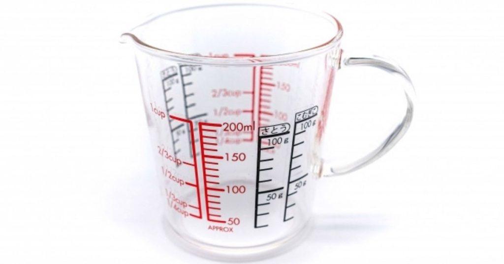 おしっこの回数が多いときに飲水量をはかる計量カップ